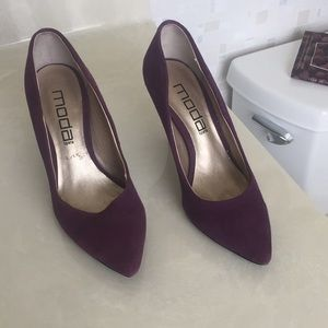 Purple pumps